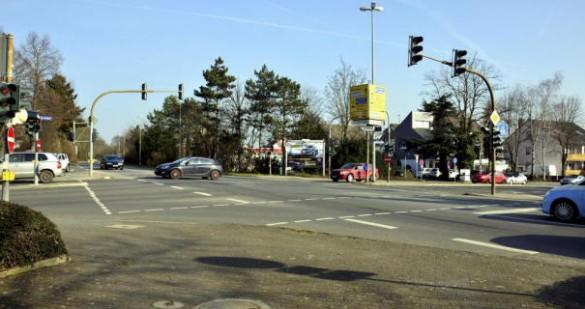 Komplett umgebaut wird die Kreuzung an der Kirschgarten- und Flörsheimer Straße sowie Am Graben. Über die Pläne zur Gestaltung eines Kreisels wird seit Monaten diskutiert.